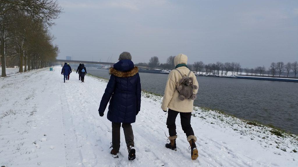 Natuurwandelen in de sneeuw